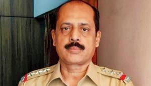 मुंबई क्राइम ब्रांच से इंस्पेक्टर सचिन वाजे को हटाया गया, अंबानी के घर के पास मिली कार मामले में लगे थे आरोप