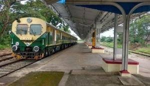 अजब: केरल में चलती है मात्र 3 बोगी की ट्रेन, यात्रियों के हाथ से इशारा करने पर रुक जाती है
