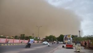 Weather Forecast: धूल भरी हवाओं और तापमान में बढ़ोतरी से परेशान दिल्ली के लोग, शुक्रवार तक नहीं राहत की उम्मीद