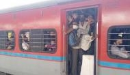 महाराष्ट्र में कोरोना वायरस की दहशत, ट्रेनों में भूसे की तरह भरकर अपने घरों की ओर भाग रहे लोग