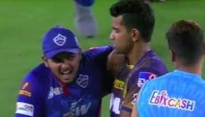 Video: पृथ्वी शॉ ने शिवम मावी के ओवर में जड़े थे 6 चौके, मैच खत्म होते ही पकड़ ली गर्दन