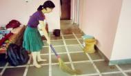 इस समय घर में झाड़ू लगाने से मां लक्ष्मी हो जाती हैं रुष्ट, परिवार को झेलना पड़ता है भारी आर्थिक संकट
