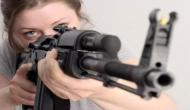 OMG: स्कूल से निकाले जाने पर गुस्साई लड़की ने खरीदी AK47 रायफल और 400 लोगों को..