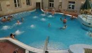 सावधान: स्विमिंग पूल में नहाना आपके लिए हो सकता है खतरनाक, कई बीमारियों का करना पड़ सकता है सामना