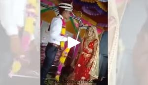 Groom misbehaves with bride during jaimala ceremony; video goes viral