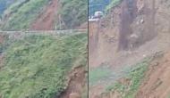 देखते ही देखते गाड़ियों समेत ढह गई पहाड़ पर बनी सड़क, लैंडस्लाइड का ये वीडियो देख निकल जाएगी चीख
