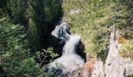 ये है दुनिया का सबसे अनोखा झरना, एक छोटे से छेद में समा जाता है जिसका आधा पानी