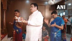 Ganesh Chaturthi 2021: Gadkari, Thackeray, Fadnavis celebrate festival with their families following COVID-19 protocols