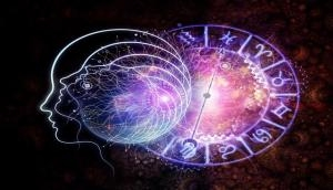 Astrology 2021: जन्म से ही इन पांच राशियों के लोग होते हैं बहुत लकी, कभी भी नहीं रहती पैसों की कमी