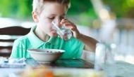 Health Tips: खाना खाने के तुरंत बाद बहुत ही खतरनाक है पानी पीना, सेहत को हो सकता है नुकसान