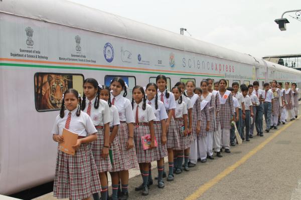Science-express-rail-min-twitter.jpg
