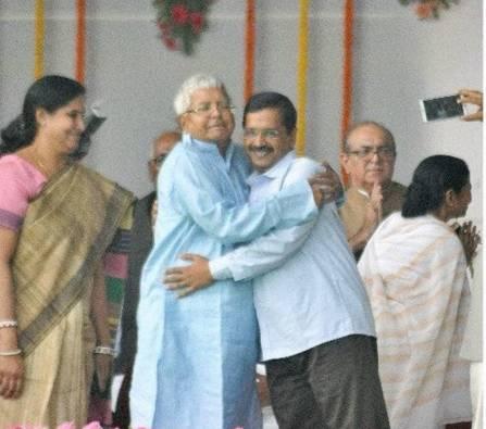 arvind kejriwal hugging lalu