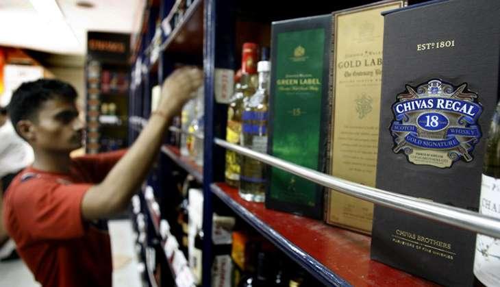 Liquor ban: Delhi booze shop AFP Photo/Prakash Sin