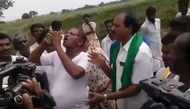 Karnataka: Filmi drama ensues as farmer enacts suicide attempt & media rakes in TRPs
