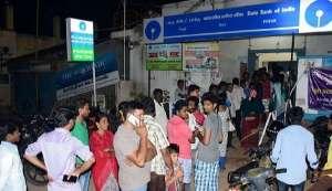 West Bengal: 45-year-old man dies of heart attack in ATM queue, Mamata slams Modi again