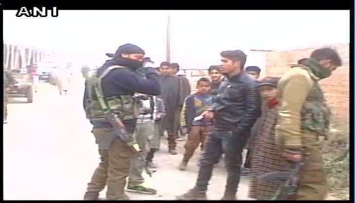 Budgam: Unidentified gunmen rob J&K bank in broad daylight