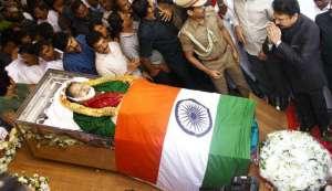 जे. जयललिता: फिल्म से राजनीति तक सितारे की तरह जगमगाती रहीं