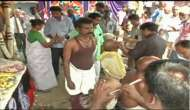Tamil Nadu: Amma's distraught supporters tonsure heads mourning her loss