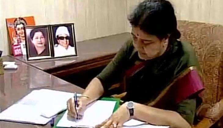 Winds of change favouring Jayalalithaa's niece Deepa Jayakumar, instead of Sasikala Natarajan