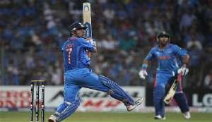 वनडे में 200 छक्के लगाने वाले पहले भारतीय बल्लेबाज बने धोनी